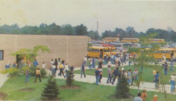 Outdoor yearbook photo of class of 1981